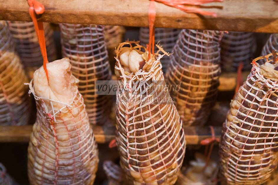 """Europe/France/Rhône-Alpes/01/Ain/Lelex: Noix de jambon dans le séchoir de Claude Grosgurin  charcutier """"Au Bon Saucisson"""""""