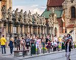 Krakow 2019-07-20. Figury apostołów przed kościołem Piotra i Pawła w Krakowe na ulicy Grodzkiej.