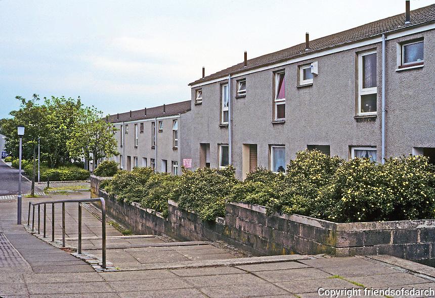 Cumbernauld: Plain, but not bad looking, flats. Photo '90.