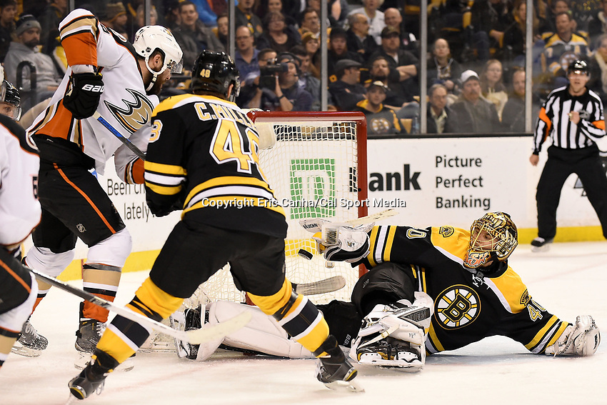 Tuesday, January 26, 2016: Boston Bruins goalie Tuukka Rask (40) reaches back to try to make a save during the National Hockey League game between the Anaheim Ducks and the Boston Bruins, held at TD Garden, in Boston, Massachusetts. Eric Canha/CSM