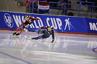 SPEEDSKATING: CALGARY: 13-11-2015, Olympic Oval, ISU World Cup, 500m, Nico Ihle (GER), fall Jun-Ho Kim (KOR), ©foto Martin de Jong