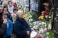SAO PAULO, SP, 26 JULHO 2012 - ANIVERSARIO DE MORTE DE EVITA PERON - No 60 º aniversario da morte de Eva Duarte de Peron, peronistas e turistas visitam o tumulo da familia Duarte no cemiterio de Recoleta em Buenos Aires para colocar oferendas e pagar o respeito. (FOTO: PATRICIO MURPHY / BRAZIL PHOTO PRESS)
