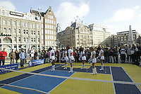 9-2-06, Netherlands, tennis, Amsterdam, Daviscup.Netherlands Russia, streettennis on the Dam square, Amsterdam Admirals cheerleaders