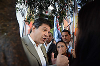 SAO PAULO, 07 DE AGOSTO DE 2012 - ELEICOES 2012 HADDAD - Candidato Fernando Haddad em caminhada pela Rua Jose Paulino, no Bom Retiro, regiao central da capital, na manha desta terca feira. FOTO: ALEXANDRE MOREIRA - BRAZIL PHOTO PRESS