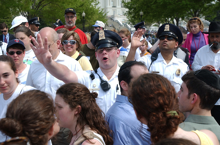 israeli2/041502 - Capitol Police Officers clear move people away from the entrance of the West Front at the Pro Israel rally on Monday.
