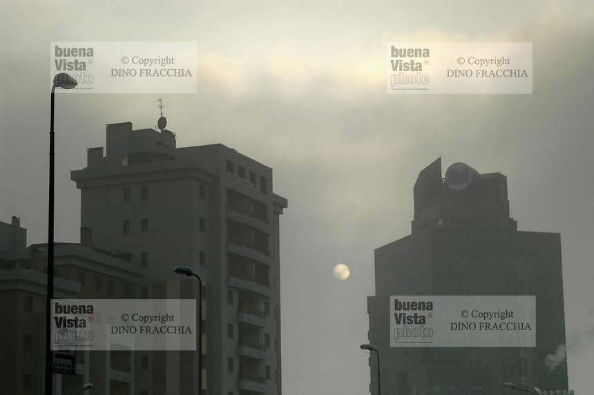 - inquinamento dell'aria..- air pollution. global warming, riscaldamento globale