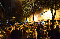 SAO PAULO, 08 DE FEVEREIRO DE 2013. - BLOCO TRIO ELETRICO - Folioes em concentracao para a sada do Bloco Trio Eletrico, na rua Luis Coelho, regiao central da capital, na noite desta sexta feira, 08. (FOTO: ALEXANDRE MOREIRA / BRAZIL PHOTO PRESS).