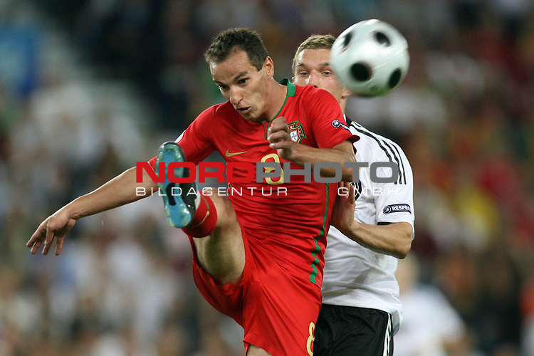 UEFA Euro 2008 Quarter-Finals Match 25 Basel - St. Jakob-Park. Portugal ( POR ) - Deutschland ( GER ) 2:3 (1:2). <br /> Petit ( Portugal / Mittelfeldspieler / Midfielder / SL Benfica #08 ) (l) im Kampf um den Ball mit Lukas Podolski ( Germany / Angreifer / Forward / Bayern Muenchen #20 ) (r).<br /> Foto &copy; nph (  nordphoto  )