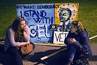 UNGARN, 09.04.2017, Budapest - V. Bezirk. Demonstration gegen den Beschluss der Fidesz-Regierung, den Weiterbetrieb der von George Soros finanzierten und fuer ihre Liberalitaet und Weltoffenheit bekannte. Zentraleuropaeishcen Universitaet CEU legislativ zu verunmoeglichen. -Die Abschlusskundgebung auf dem Kossuth-Platz geht in eine Belagerung des Parlaments ueber. Erschoepfung danach: &quot;Wir wollen Demokratie, ich stehe der CEU bei&quot;. Orb&aacute;n im Kranz aus Sowjetsternen. | Demonstration against the Fidesz government's decision to legally make it impossible to further uphold the Central European University, financed by George Soros and known for its liberal and cosmopolitan spirit. -The final manifestation on Kossuth square turns into a siege of the parliament building. Later on in exhaustion: Orban in a circle of Soviet stars.<br /> &copy; Martin Fejer/EST&amp;OST