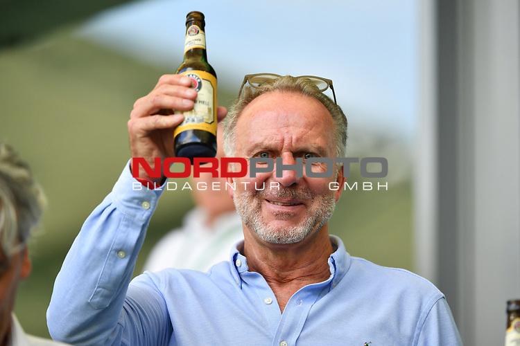 Karl-Heinz RUMMENIGGE (Vorstandsvorsitzender, M) <br />prostet mit einem Bier, <br /><br />Sport: Fussball: 1. Bundesliga: Saison 19/20: 34.Spieltag, <br />VFL WOLFSBURG - FC BAYERN MUENCHEN <br />am 27.06.2020 in der Volkswagen Arena Wolfsburg, <br /><br />Nur fuer journalistische Zwecke! <br />Only for editorial use!<br />Gemaess den Vorgaben der DFL Deutsche Fussball Liga ist es untersagt, in dem Stadion und/oder vom Spiel angefertigte Fotoaufnahmen in Form von Sequenzbildern und/oder videoaehnlichen Fotostrecken zu verwerten bzw. verwerten zu lassen. <br />DFL regulations prohibit any use of photographs as image sequences and/or quasi-video.<br />National and International News Agencies OUT<br />NO RESALE!