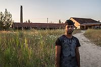 Subotiza Campo migranti , un migrante al tramonto