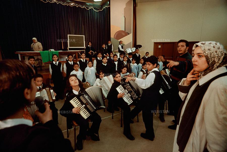 2000. Music classroom in Altakadum school built in 1988 in Tripoli. Salle de musique de l'école Altakadum construite en 1988 à Tripoli.