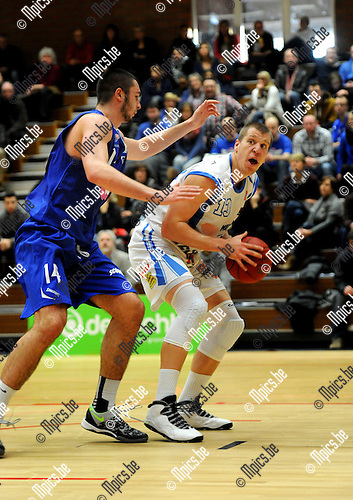 2013-12-08 / Basketbal / seizoen 2013-2014 / Kangoeroes - Pepinster / Nikola Jankovic probeert Thomas De Thaey (r. Kangoeroes) af te stoppen.<br /><br />Foto: Mpics.be