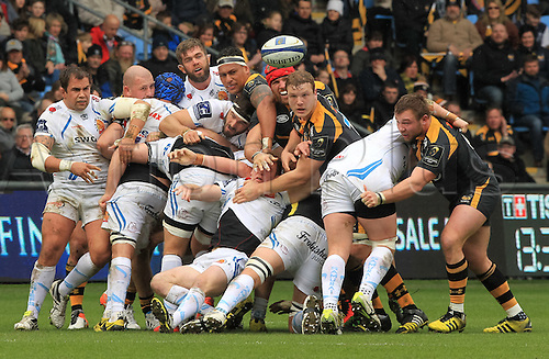 09.04.2016. Ricoh Arena, Coventry, England. European Champions Cup. Wasps versus Exeter Chiefs.  The ball spills out of the maul.
