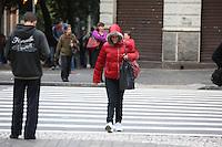 SAO PAULO, SP, 14/05/2012, CLIMA TEMPO.  Sao Paulo amanheceu com temperaturas amenas, os termometros estao marcando as 7hs da mnha 16 graus, na Av. Liberdade. Luiz Guarnieri/ Brazil Photo Press.