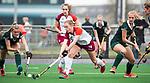 ALMERE - Hockey - Overgangsklasse competitie dames ALMERE- ROTTERDAM (0-0) .  Puck Hooier (Almere)  met links Lotte de Heer (R'dam) en Rosanne Gatsonides (r)  COPYRIGHT KOEN SUYK
