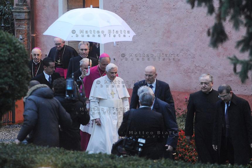 VISITA PAPA BENEDETTO XVI NELLA FOTO PAPA BENEDETTO XVI RELIGIONE CONCESIO 08/11/2009 FOTO MATTEO BIATTA<br /> <br /> VISIT OF POPE BENEDICT XVI IN THE PICTURE POPE BENEDICT XVI RELIGION CONCESIO 08/11/2009 PHOTO BY MATTEO BIATTA