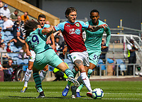 Burnley's Jeff Hendrick battles with Arsenal's Matteo Guendouzi<br /> <br /> Photographer Alex Dodd/CameraSport<br /> <br /> The Premier League - Burnley v Arsenal - Sunday 12th May 2019 - Turf Moor - Burnley<br /> <br /> World Copyright &copy; 2019 CameraSport. All rights reserved. 43 Linden Ave. Countesthorpe. Leicester. England. LE8 5PG - Tel: +44 (0) 116 277 4147 - admin@camerasport.com - www.camerasport.com