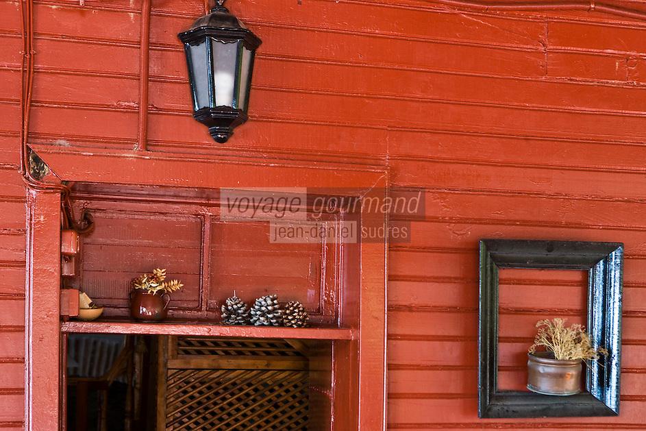 Europe/Turquie/Istanbul :  Yali résidence d'été en bois sur le Bosphore  de Salih Efendi, mèdecin du Sultan Mahmutt II détail de l'entrée