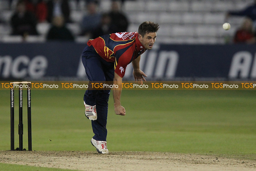 Ryan ten Doeschate in bowling action for Essex - Essex Eagles vs Middlesex Panthers - Clydesdale Bank CB40 cricket at the Ford County Ground, Chelmsford, Essex - 18/07/12 - MANDATORY CREDIT: Gavin Ellis/TGSPHOTO - Self billing applies where appropriate - 0845 094 6026 - contact@tgsphoto.co.uk - NO UNPAID USE.
