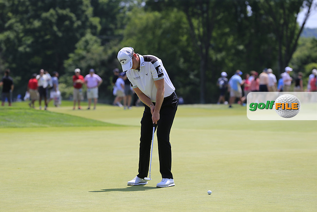 Danny Willett (ENG) on the 9th green during Wednesday's Practice Day of the 2016 U.S. Open Championship held at Oakmont Country Club, Oakmont, Pittsburgh, Pennsylvania, United States of America. 15th June 2016.<br /> Picture: Eoin Clarke | Golffile<br /> <br /> <br /> All photos usage must carry mandatory copyright credit (&copy; Golffile | Eoin Clarke)