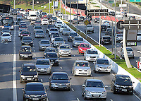 SÃO PAULO,SP 14.10.15 - TRANSITO-SP - Vista do trânsito na Avenida 23 de Maio, altura do Viaduto Tutóia, zona sul de São Paulo, na manhã dessa quarta-feira,14. (Foto: Eduardo Carmim / Brazil Photo Press)