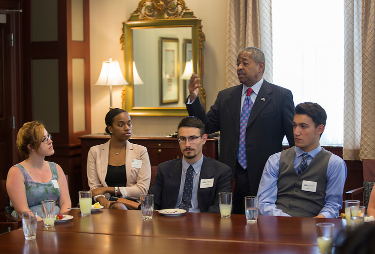 President McDavis and the Templeton Scholars talk to each other during the president's last reception for them on Sept. 7, 2016.