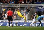 04.08.18 St Mirren v Dundee: Dundee keeper Jack Hamilton beaten as St Mirren take the lead