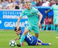 Deportivo Alaves' Manu Garcia (d) and FC Barcelona's Gerard Deulofeu during La Liga match. August 26,2017.  *** Local Caption *** © pixathlon<br /> Contact: +49-40-22 63 02 60 , info@pixathlon.de