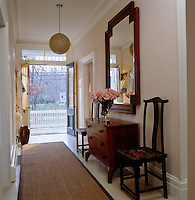 The double entrance door opens into a pale pink hallway