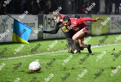 2017-12-16 / Voetbal / Seizoen 2017-2018 / Hoogstraten VV - Thes sport / Frederik Spruyt met Nick Van Huffel (r. Hoogstraten)<br /> <br /> ,Foto: Mpics.be