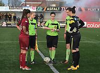 Beker van Belgie Vrouwen <br /> 1/2 finale : SV Zulte Waregem - AA Gent Ladies :<br /> Toss met de beide kapiteins<br /> <br /> Foto VDB / Bart Vandenbroucke