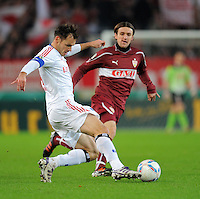 FUSSBALL   DFB POKAL   SAISON 2011/2012  ACHTELFINALE  21.12.2011 VfB Stuttgart - Hamburger SV Heiko Westermann (li, Hamburger SV) gegen Christian Gentner (VfB Stuttgart)