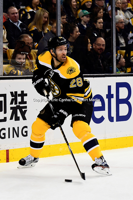 Saturday, December 31, 2016: Boston Bruins center Dominic Moore (28) in game action during the National Hockey League game between the Buffalo Sabres and the Boston Bruins held at TD Garden, in Boston, Mass. Boston defeats Buffalo 3-1.  Eric Canha/CSM
