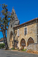 France, Lot, (46), Montcabrier: l' Église Saint-Louis  et lesmaisons médiévales de la place de la Bastide // France, Lot, Montcabrier: Saint-Louis church  and the medieval houses of the Place de la Bastide