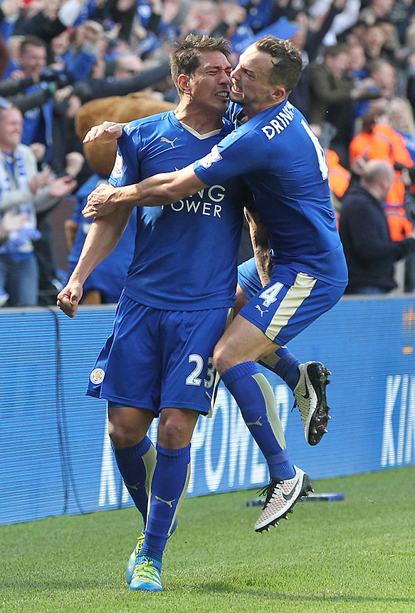 Leicester City's Leonardo Ulloa and Leicester City's Danny Drinkwater celebrate scoring his sides equaliser in the final minute of injury time<br /> <br /> Photographer Rachel Holborn/CameraSport<br /> <br /> Football - Barclays Premiership - Leicester City v West Ham United - Sunday 17th April 2016 - King Power Stadium - Leicester <br /> <br /> &copy; CameraSport - 43 Linden Ave. Countesthorpe. Leicester. England. LE8 5PG - Tel: +44 (0) 116 277 4147 - admin@camerasport.com - www.camerasport.com