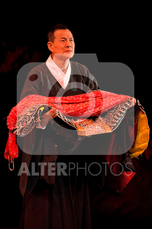 """Chinese actor Wu Hsing-Kuo during the theater play of """"King Lear"""" at Teatros del Canal in Madrid. May 27, 2016. (ALTERPHOTOS/Borja B.Hojas)"""