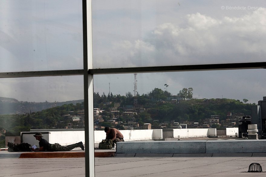 5 July 2009 - Tegucigalpa, Honduras - Two snipers position themselves on top of the airport. Ousted Honduran President Manuel Zelaya turned back from an attempted return home on Sunday after soldiers clashed with his supporters as he tried to land, fueling tensions over the coup that toppled him. Photo credit: Benedicte Desrus