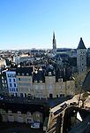 20080110 - France - Aquitaine - Pau<br /> VUES DEPUIS LE CHATEAU DE PAU SUR LA VILLE, LE GAVE ET LES PYRENEES.<br /> Ref : PAU_046.jpg - © Philippe Noisette.