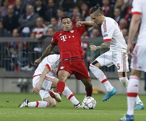 05.04.2016. Munich, Germany. UEFA Champions League FC Bavaria Munich versus Benfica Lisbon.  Thiago (Bayern)  Ljubomir Fejsa (Benfica)