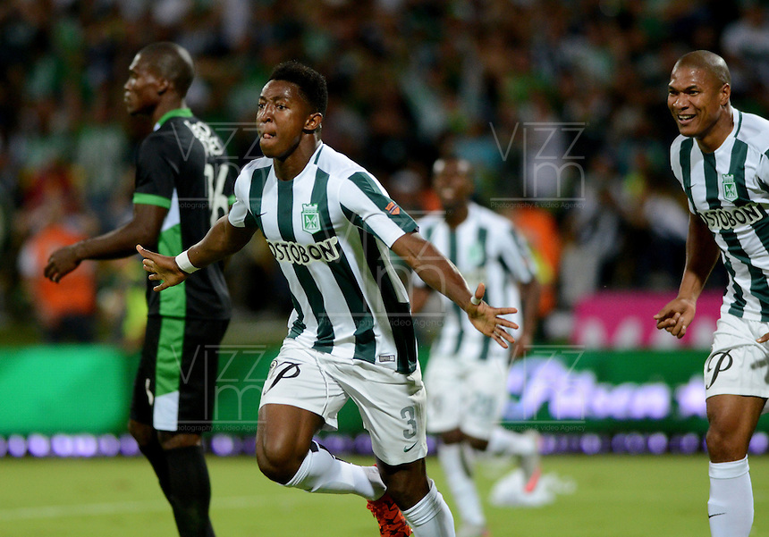 MEDELLIN - COLOMBIA -05 -12-2015: Oscar Murillo, jugador de Atletico Nacional, celebra el gol anotado a Deportivo Cali, durante partido de vuelta por los cuartos de final entre Atletico Nacional y Deportivo Cali, de la Liga Aguila II-2015, en el estadio Atanasio Girardot de la ciudad de Medellin.  / Oscar Murillo, player of Atletico Nacional, celebrates a scored goal to Deportivo Cali, during a match between Atletico Nacional and Deportivo Cali, for the second leg for the cuarter finals of the Liga Aguila II 2015 at the Atanasio Girardot stadium in Medellin city. Photo: VizzorImage. / Leon Monsalve / Str.