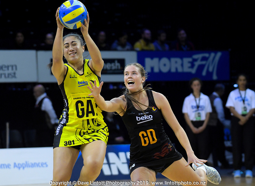 Monalisa Groom takes a pass under pressure during the Beko Netball League match between Central Manawa and Waikato Bay Of Plenty at TSB Bank Arena in Wellington, New Zealand on Sunday, 21 April 2019. Photo: Dave Lintott / lintottphoto.co.nz