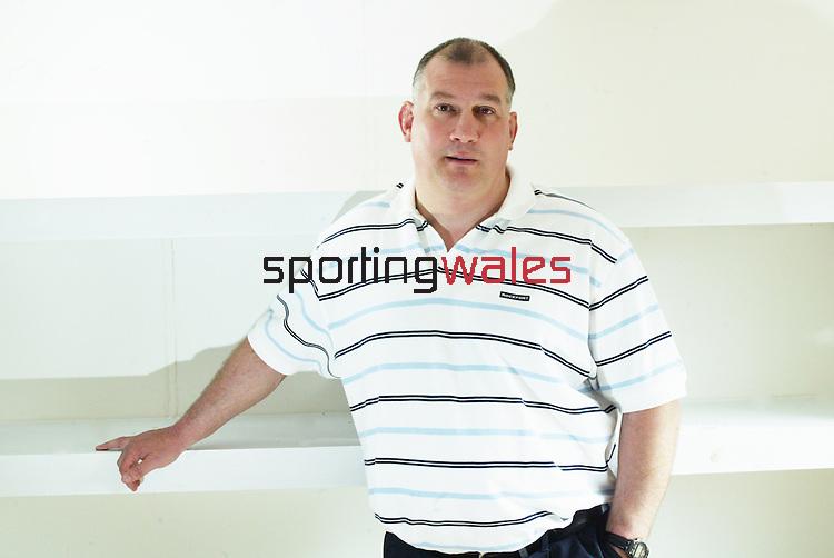 Wales Coach.Mike Ruddock.17.03.04.©Steve Pope.Sportingwales.com.07798 83 00 89.The Manor .Coldra Woods.Newport.South Wales.NP18 1HQ