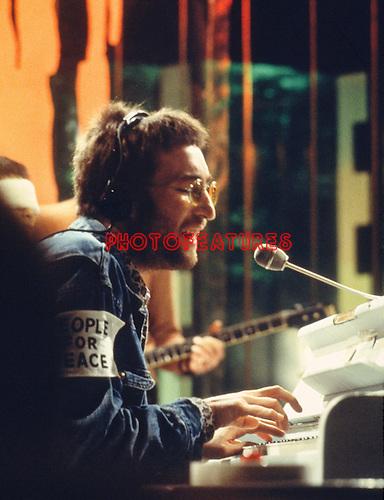 John Lennon 1970 on Top Of the Pops