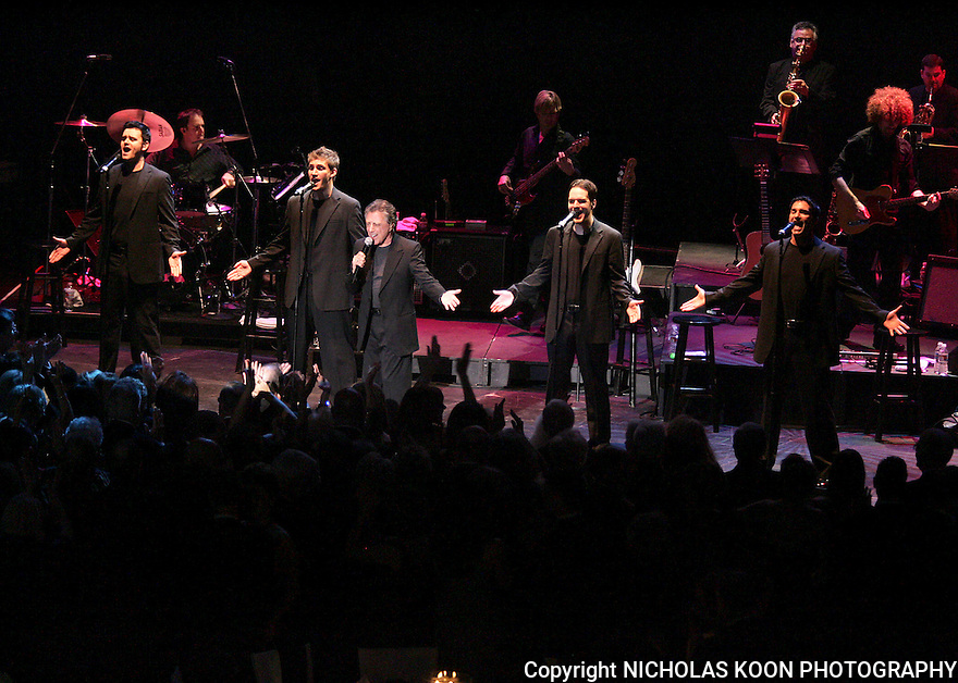 Frankie Valli performs at the Segerstrom Center For The  Arts at their 2007 Candlelight dinner.