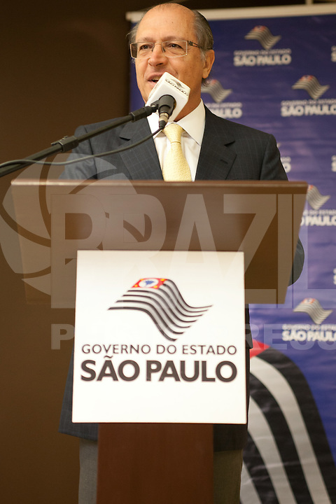 ATENCAO EDITOR: FOTO EMBARGADA PARA VEICULOS INTERNACIONAIS<br /> SAO PAULO, SP, 01 OUTUBRO 2012 - O governador Geraldo Alckmin durante comemoracao do Dia Internacional do Idoso no CRI (Centro de Referencia do Idoso), na zona norte da capital - Sao Paulo SP<br /> FOTO: POLINE LYS - BRAZIL PHOTO PRESS