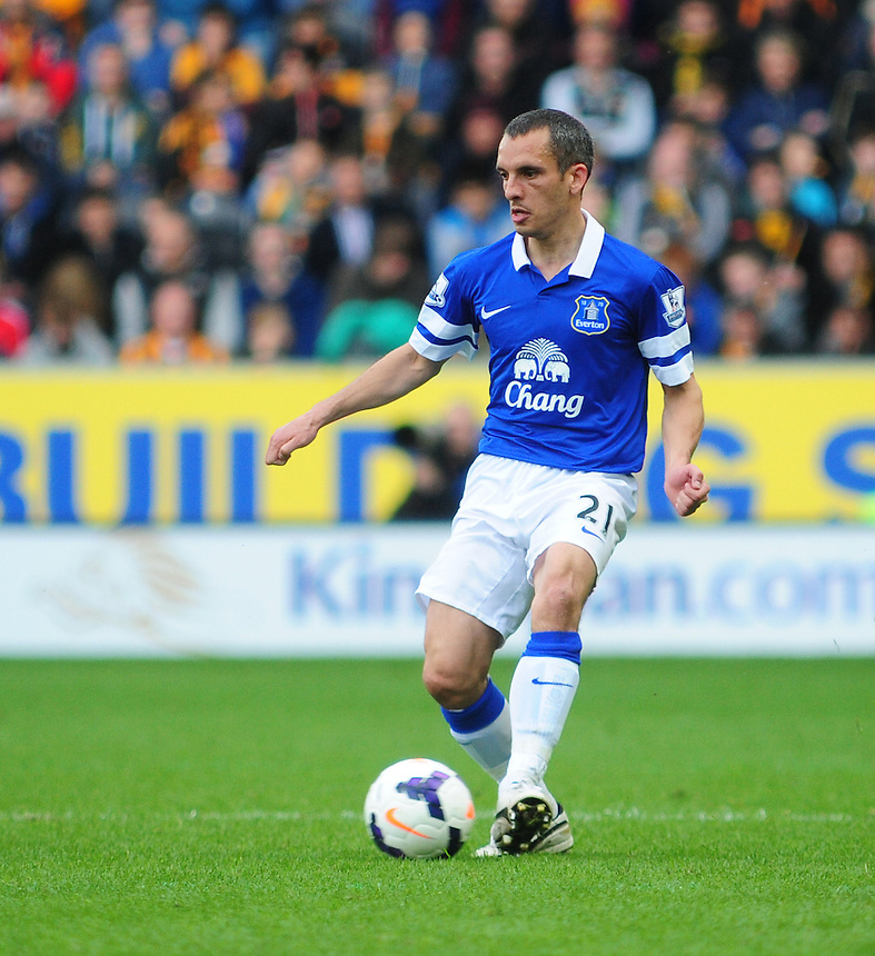Everton's Leon Osman<br /> <br /> Photographer Chris Vaughan/CameraSport<br /> <br /> Football - Barclays Premiership - Hull City v Everton - Sunday 11th May 2014 - Kingston Communications Stadium - Hull<br /> <br /> &copy; CameraSport - 43 Linden Ave. Countesthorpe. Leicester. England. LE8 5PG - Tel: +44 (0) 116 277 4147 - admin@camerasport.com - www.camerasport.com
