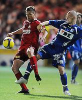 KV Kortrijk - AA Gent.duel tussen Leon Benko (links) en Kenny Thompson (rechts).foto VDB / BART VANDENBROUCKE