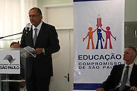 SAO PAULO, SP, 08 DE MAIO DE 2013 - VIGILANCIA ELETRONICA - O governador Geraldo Alckmin anunciou nesta quarta-feira (08),  a liberação de recursos para a ampliação do Sistema de Vigilância Eletrônica nas escolas estaduais da Grande São Paulo. Durante o evento, o governador e o secretário da Educação do Estado de São Paulo, professor Herman Voorwald, visitam uma central de monitoramento. FOTO: MAURICIO CAMARGO / BRAZIL PHOTO PRESS.