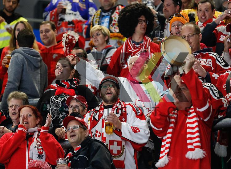 Fanblock Schweiz,<br /> <br /> Eishockey, Deutschland-Cup 2015, Augsburg, Deutschland vs. Schweiz, 06.11.2015,<br /> <br /> Foto &copy; PIX-Sportfotos *** Foto ist honorarpflichtig! *** Auf Anfrage in hoeherer Qualitaet/Aufloesung. Belegexemplar erbeten. Veroeffentlichung ausschliesslich fuer journalistisch-publizistische Zwecke. For editorial use only.